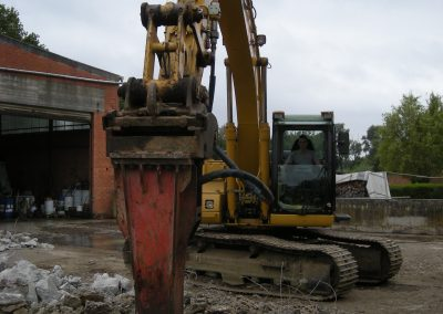 Beton verwijderen met breekhamer - Grondwerken Jennes Herselt
