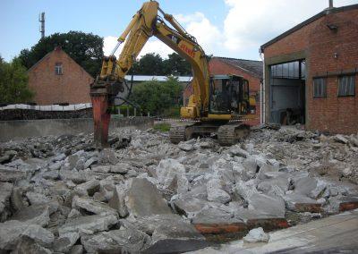 Verwijderen beton met breekhamer - Grondwerken Jennes Herselt